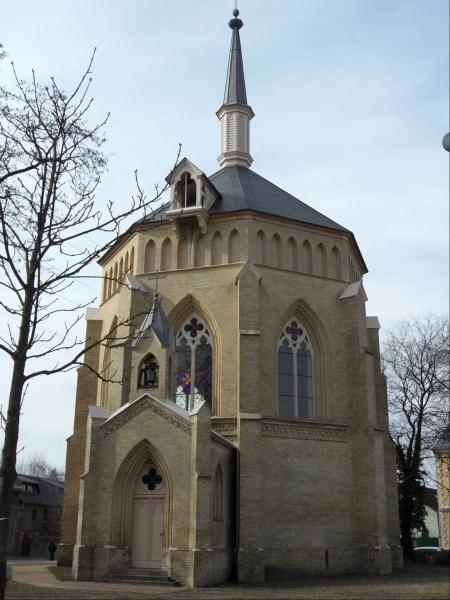 Datei:Neuendorfer Kirche 2011.jpg